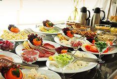 İstinye Mevlana Cafe Restaurant'ta hafta İçi Kahvaltı Tabağı 12 TL Yerine 8,90 TL! Hafta Sonu Açık Büfe Kahvaltı 40 TL Yerine 19,90 TL!