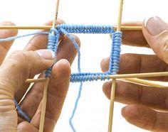 Tuto tricot : Tricoter des chaussettes de laine | - buttinette - loisirs créatifs Knitting Socks, Baby Booties, Arrow Necklace, Couture, Blog, Creative, Raglan, Recherche Google, Knit Socks