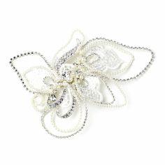 motifs floraux en strass rayonnants, les perles ivoire se mélangent dans les détails de tulle brodé de sequins transparents.
