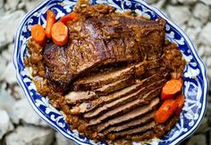 How to cook beef brisket pot roast style - slowly cooked with onions, garlic, herbs, and carrots. This EASY beef brisket recipe is a winner. Pot Roast Recipes, Crockpot Recipes, Cooking Recipes, Paleo Recipes, Jewish Recipes, Cooking Time, Dinner Recipes, Easy Pot Roast, Meal Prep Plans