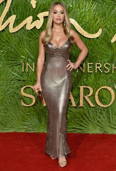 Rita Ora in Versace at the 2017 Fashion Awards Rita Ora, Beautiful Celebrities, Gorgeous Women, Celebrity Dresses, Celebrity Style, Versace Brand, Red Carpet Dresses, Gold Dress, Fashion Company