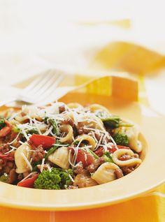 Recette de Ricardo: Orecchiettes à la saucisse et aux rapinis. Recette de pâtes rapide à préparer, avec: orecchiettes, saucisses italiennes, rapinis, tomates...