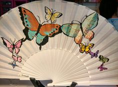 Abanico pintado a mano Vintage Fans, Hand Fans, North America, Paintings, Fantasy, Cool Art, Creativity, Poppies Painting, Drawings Of Butterflies