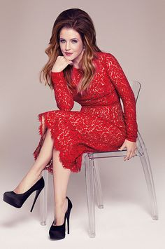 Lisa Marie Presley Photo: This Photo was uploaded by priscillapresley. Find other Lisa Marie Presley pictures and photos or upload your own with Photobu. Elvis And Priscilla, Lisa Marie Presley, Priscilla Presley, Chris De Burgh, Elvis Presley Family, Daddys Little Princess, Lady In Red, Beautiful People, Daughter