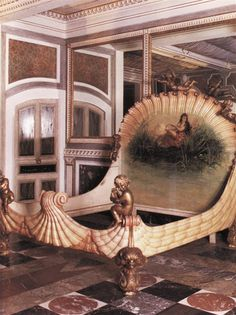 Most amazing mermaid bed ever! : Chintz of darkness Mermaid Bedding, Mermaid Room, Mermaid Shell, Unique Furniture, Vintage Furniture, Painted Furniture, Eclectic Furniture, Victorian Furniture, Vintage Sofa