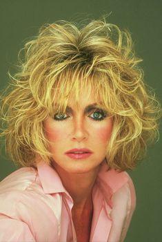 Short Shag Hairstyles, Retro Hairstyles, Beautiful Women Over 50, Beautiful Celebrities, Blond, Donna Mills, Dallas, 80s Hair, Sexy Older Women