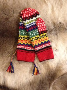 """Nikka"" mönster Susanne Högberg. Jan-16 Knitting Socks, Friendship Bracelets, Colours, Pairs, Wool, Beads, Crochet, Creative, Pattern"