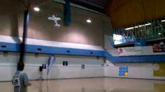 Les pilotes de modèles réduits d'avions sont capable de faire de véritables balais aériens ...  http://twit.lu/s4