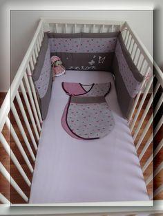 Tour de lit bébé en lin, cotonnade papillon et peinture textile chez poussiR2lune