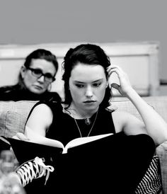 Daisy Ridley and Carrie Fisher in the Star Wars: The Force Awakens Table Read preview