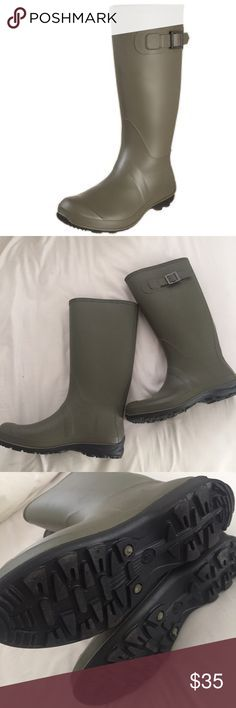 New Kamik Olivia Rain Boots Olive Green size 8 Product Description Jump into a rainy day with the Kamik Olivia! These awesome rainboots feature a decorative side buckle and are made with ECOLOGIC rubber. This waterproof synthetic rubber boot features a removable Kamik Comfort insole for all day support. Size 8. No flaws. Never worn. Olive green with black soles. Kamik Shoes Winter & Rain Boots