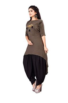Fabric : Crepe Size : M Team it with a pair of jeggings and flats to step out in style Full sleeves Kurta Designs Women, Kurti Neck Designs, Kurti Designs Party Wear, Salwar Designs, Stylish Dresses, Fashion Dresses, Fancy Kurti, Modele Hijab, Sleeves Designs For Dresses