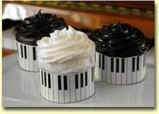 musical cakes..cute for piano recital... really not so sure about making anyone eat that black icing though! Yikes! :)
