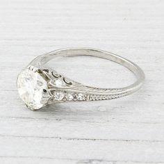 Gorgeous vintage diamond ring                                                                                                                                                                                 Plus