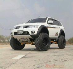 Photos d'aménagements : le fourre-tout. - Page 302 Suv 4x4, Jeep Suv, Jeep Truck, Mitsubishi Pickup, Mitsubishi Pajero Sport, Mini Trucks, Cool Trucks, Pajero Dakar, Tactical Truck