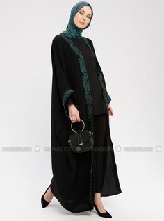 The perfect addition to any Muslimah outfit, shop Etrucci's stylish Muslim fashion Green - Black - Unlined - Shawl Collar - Abaya. Find more Abaya at Modanisa! Hijab Dress, Hijab Outfit, Abaya Fashion, Modest Fashion, Modern Abaya, Moslem Fashion, Black Abaya, Hijab Fashion Inspiration, Abaya Designs