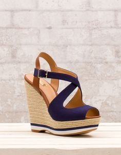Trendy crossover wedges