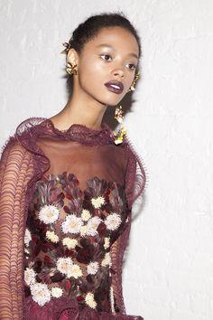 Rodarte Fall 2016 New York Fashion Week Backstage Photos Couture Fashion, Runway Fashion, High Fashion, Fashion Outfits, Womens Fashion, Ellie Saab, Cheongsam, Hanfu, Fashion Details
