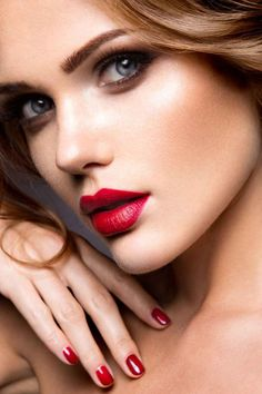Make-up Red Lipstick Makeup Rules Inspiriert von Promis & MUAs Wholesale Clothing: Discounts For Red Lipstick Shades, Best Red Lipstick, Red Lipstick Makeup, Lipstick For Fair Skin, Dark Lipstick, Natural Lipstick, Red Lipsticks, Eye Makeup, Natural Eyeshadow