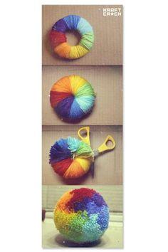色をこまめに変えていくと、レインボーのボンボンができます。ボーダーにしたりアレンジは色々出来そうです。