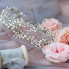 Stunning flower wedding wreath, bridal hair accessory. ⭐️ WORLDWIDE FREE SHIPPING ⭐️ This stunning wedding headband abounds with gorgeous freshwater pearls, rhoduim plated leaves& flowers, white opal rhinestones and glass beads. Choose your color! Silver or gold. Dont forger to