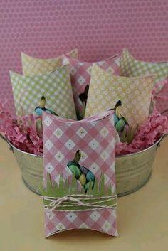 Caixa para amêndoas com rolo de papel higiénico