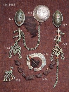 Jewellery found from grave number 26 in Tuukkala, Mikkeli [Finland] Organisation: Museovirasto - Musketti Archeological collection Date: 1050 - 1150 iron age Medium: metal, bronze [silver, too] © Museovirasto - Musketti (quote) via finna. Agate Jewelry, Amber Jewelry, Girls Jewelry, Bridal Jewelry, Women Jewelry, Viking Clothing, Viking Jewelry, Viking Warrior Woman, Middle Age Fashion