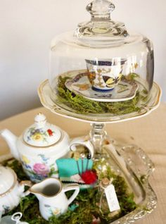 Image from http://ep.yimg.com/ay/bevfabriccrafts/top-8-mad-hatter-tea-party-ideas-4.jpg.