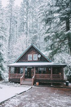 49 Beautiul Log Homes Ideas to Inspire You Woodland House, Forest House, Haus Am See, Log Cabin Homes, Log Cabins, Cozy Cabin, Winter Cabin, Snow Cabin, Small Log Cabin