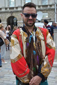 Silk scarves Street Look, Silk Scarves, Wraps, Sari, Trends, Fashion, Coats, Saree, Moda