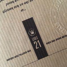 Nom, concept et identité pour une agence digitale. Impression sur la couverture kraft d'un carnet. Naming, concept and design for a digital agency. Logo printed on the cover of a notebook.