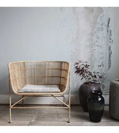 Wonderful rattan chair from the interior brand from Denmark; The House Doctor Coon rattan lounge chair has a strong iron frame, around it is woven rattan. Nice to combine with the House Doctor Coon sofa. Interior Design London, Luxury Interior Design, Luxury Home Decor, Interior Decorating, Interior Office, Design Interiors, Apartment Interior, Kitchen Interior, Interior Ideas