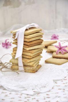 Μπισκότα με επικάλυψη σοκολάτας / Chocolate covered cut-out biscuits