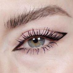 15 Delineados que este año se convertirán en tu hit Eyeliner Make-up, Eyeliner Trends, Eyeliner Looks, Eyeliner Ideas, Simple Eyeliner, Simple Makeup, Creative Eye Makeup, Hooded Eyes Eyeliner, Korean Eyeliner