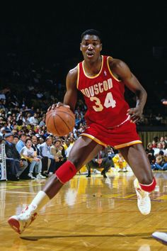 Hakeem Olajuwon..one of the most swiftest and dominant centres in the NBA