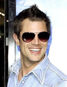 Johnny Knoxville ~ One sexy beast Beautiful Men, Beautiful People, Beautiful Teeth, Celebs, Celebrities, Good Looking Men, Famous Faces, Pretty People, Make Me Smile