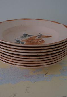 Oudroze, diepe borden aardewerk met rozenmotief