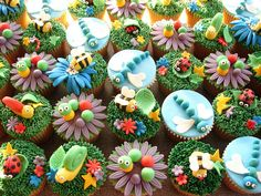 Cute ideas for bug cupcakes by theresak Thomas Cupcakes, Bug Cupcakes, Garden Cupcakes, Fairy Cupcakes, Spring Cupcakes, Holiday Cupcakes, Decorated Cupcakes, Bug Birthday Cakes, Birthday Cupcakes