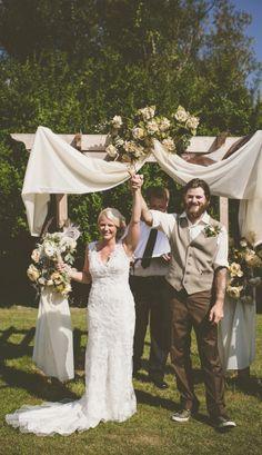 rustic backyard ceremony ideas http://www.weddingchicks.com/2013/09/27/wisconsin-wedding/
