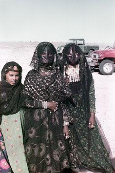 WOMEN NOMAD....OMAN...IN JIDDA...PARTAGE OF MONIKA ETTLIN....