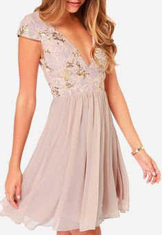 The perfect night can last forever in something as stunning as the Bariano Sabina Beige Sequin Dress! Gold and blush sequins dazzle over a tulle bodice, lined in smooth satin. Pretty Outfits, Pretty Dresses, Beautiful Dresses, Gorgeous Dress, Homecoming Dresses 2017, Prom Dress, Dress Wedding, Dresses To Wear To A Wedding As A Guest, Wedding Shoes