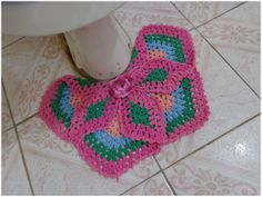 Deixe seu banheiro com mais cor e vida ! Conjunto de banheiro 2 peças em barbante colorido. *tapete: 50cm x 40cm *tampo vaso: 50cm x 50cm