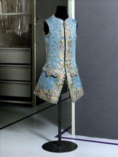Man's Waistcoat, Circa 1750 Front: Brocaded liseré Gros de Tours, blue silk, polychrome silk thread, silver thread. Lining: cream silk twill. Back: cream cotton satin, wooden buttons covered with silver thread. Woven design for a waistcoat. - See more at: http://palaisgalliera.paris.fr/en/work/mans-waistcoat#sthash.f4McvJIV.dpuf  © Eric Emo / Galliera / Roger-Viollet