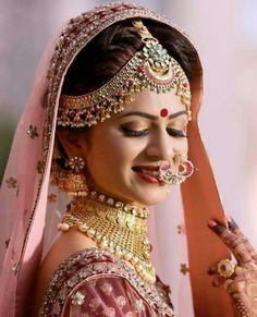 61 Super Ideas indian bridal hairstyles with dupatta wedding beautiful Bridal Makeup Looks, Indian Bridal Makeup, Bridal Looks, Bride Makeup, Indian Wedding Couple Photography, Bridal Photography, Makeup Photography, Photography Couples, Indian Bridal Photos