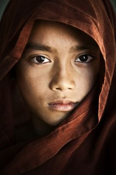 Portrait of a young Burmese monk. I was in Mandalay, Burma and went to a school for children and for young monk boys. Photo by scott stulberg -- National Geographic Your Shot We Are The World, People Around The World, People Photography, Portrait Photography, Travel Photography, Beautiful Eyes, Beautiful People, Foto Art, Many Faces