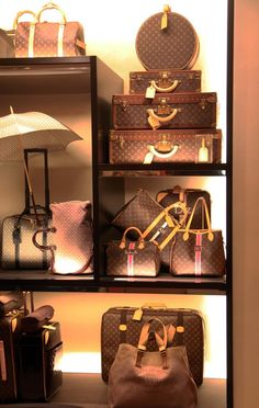 Fashion Designers Louis Vuitton Outlet Let The Fashion Dream With LV Handbags At A Discount! New Ideas For This Winter Inspire You, Time To Shop For Gifts, Louis Vuitton Bag Is Always The Best Choice, Get The Style You Love From Here. Louis Vuitton Neverfull, Pochette Louis Vuitton, Louis Vuitton Monogram, Lv Handbags, Louis Vuitton Handbags, My Bags, Purses And Bags, Louis Vuitton Online, Bcbg