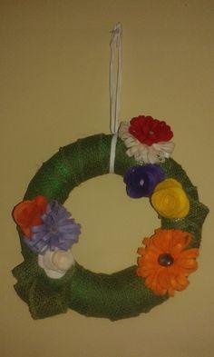 La mia ghirlanda 😊  #polistirolo #nastro  e #fiori di #feltro