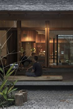 Timber Architecture, Tropical Architecture, Chinese Architecture, Architecture Details, Modern Tropical House, Zen House, Japanese Interior, Japanese House, Diy Garden Decor