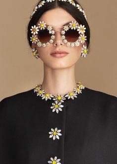 dolce & gabbana daisy look Dolce & Gabbana, Belle Photo, New York Fashion, Body Jewelry, Sunglasses Women, Luxury Sunglasses, Novelty Sunglasses, Trending Sunglasses, Sunglasses Sale