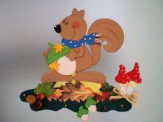 Fensterbild Eichhörnchen auf Laubhaufen-Herbst- Dekoration - Tonkarton! • EUR… Home Crafts, Crafts For Kids, Diy Crafts, Classroom Decor, Decoration, Tweety, Bowser, Glass Art, Kindergarten